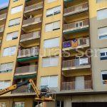 Fachada en Lleida edificio amarillo -- Pinturas Ser